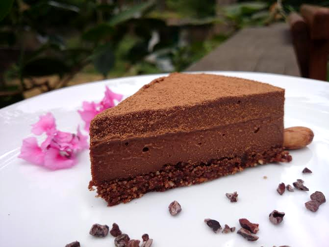 Raw vegan chocolate cake recipe