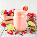 {Recipe} Fertility Boosting Strawberry Goji Smoothie {Raw, Vegan, Paleo}